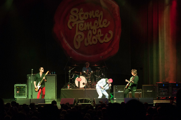 Stone Temple Pilots live at The Wellmont Theater, Montclair NJ 04.25.15